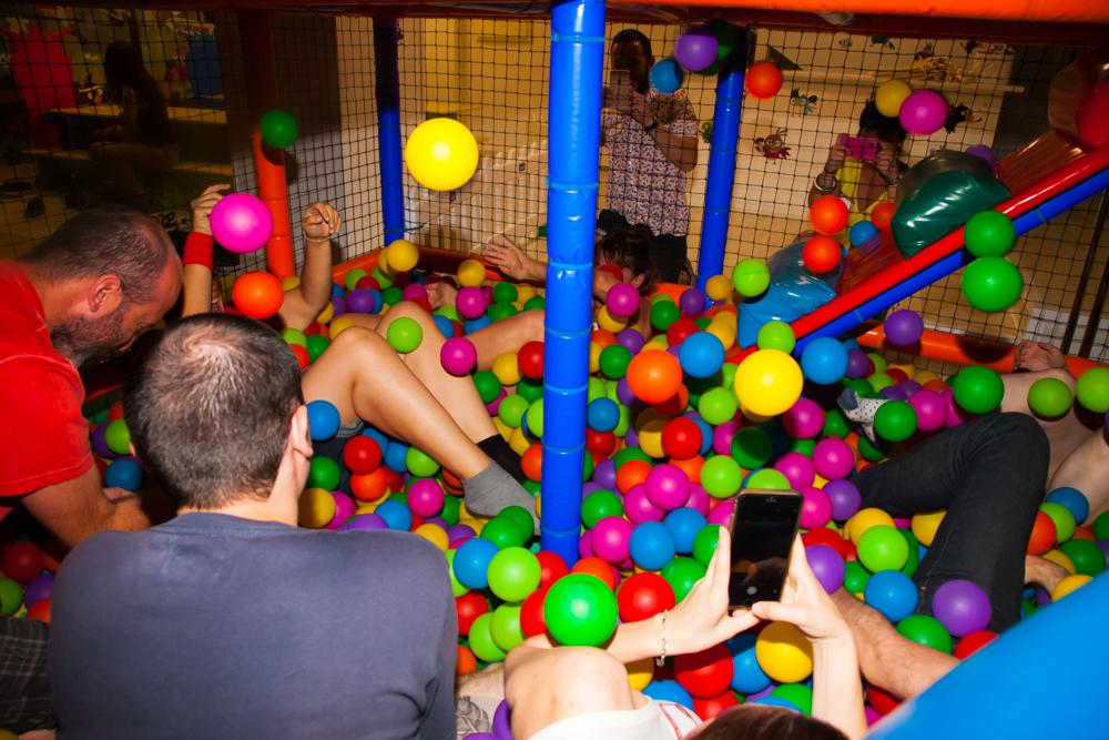 Fiestas De Adultos En Parque De Bolas Parque Infantil