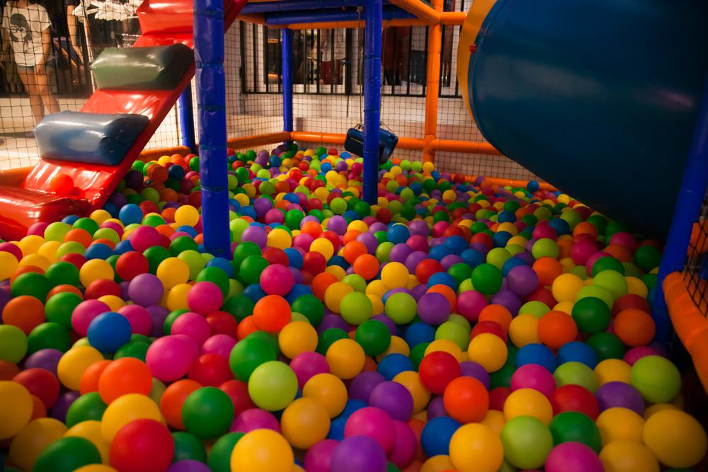 La exclusividad no es cara parque infantil - Piscina los periquitos ...